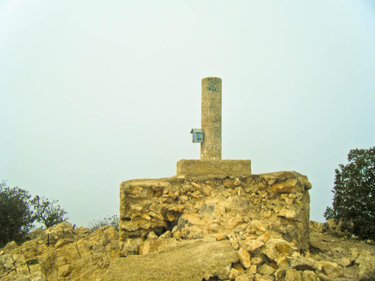 Summit pillar